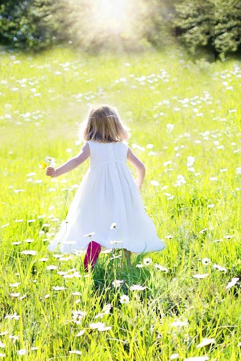 Cute Sad Little Girl Wallpaper Little Girl Running Daisies Nature 183 Free Photo On Pixabay