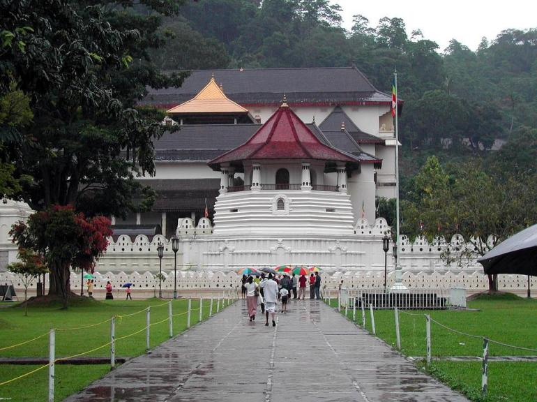sacred temple of tooth relic kandy