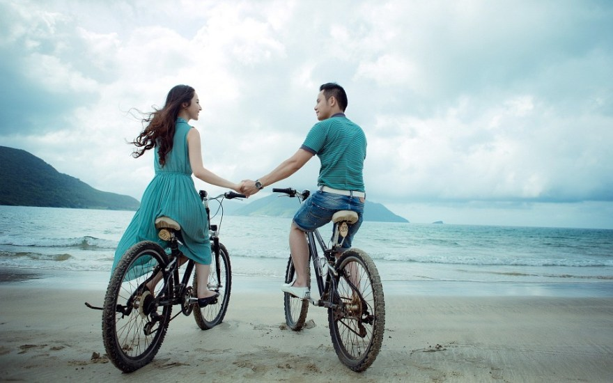 カップル, ビーチ, 愛, 休日, 夏, 自転車, 海, 海辺, 少年, 女性, 女の子, 男, 一緒に