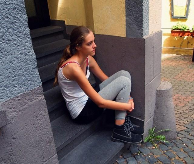Girl Long Hair Teen Sit Ladder Body Kits Thinking