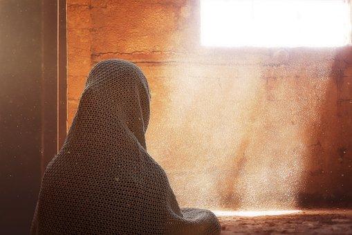✓ Terbaik Gambar Kartun Muslimah Sedang Berjalan