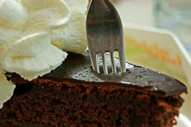La torta Torta Sacher è una torta al cioccolato di origine austriaca