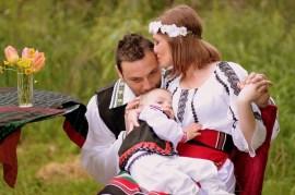 家族, 授乳, ママ, お父さん, 息子, 伝統的な衣装, 愛, 幸せ, 抱擁