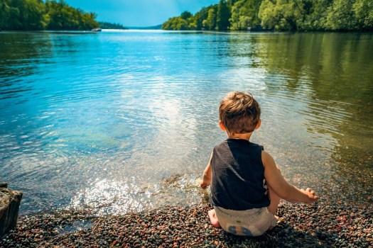Bambino, Ragazzo, Lago, Acqua, Giocando