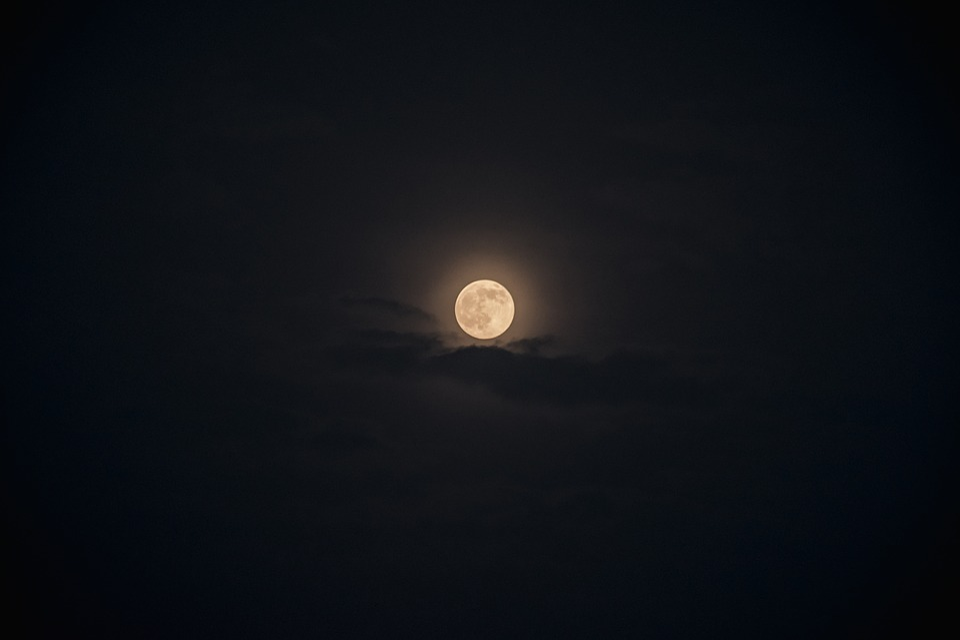 moon black sky free