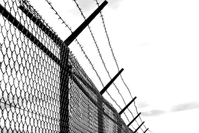 Barbed Wire Fence Old · Free photo on Pixabay