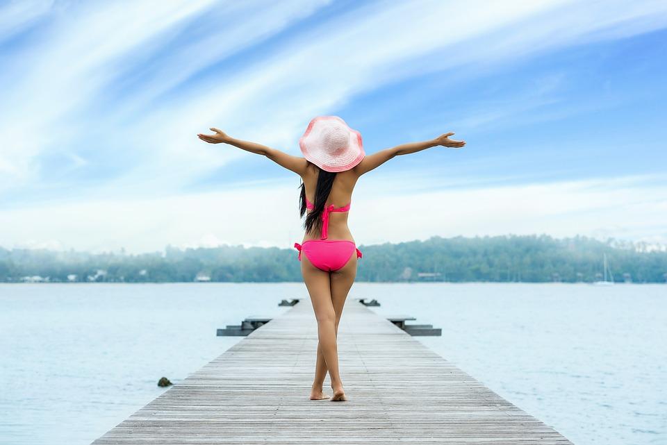 女性, 大人, 自由, 休暇, 休日, 桟橋, 女の子, 海, 屋外, 外, 人, 水, 若いです, ビキニ