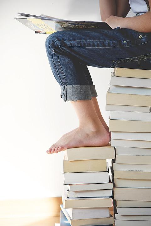 Los Libros, Pies, Piernas, Persona, La Lectura, Estudio