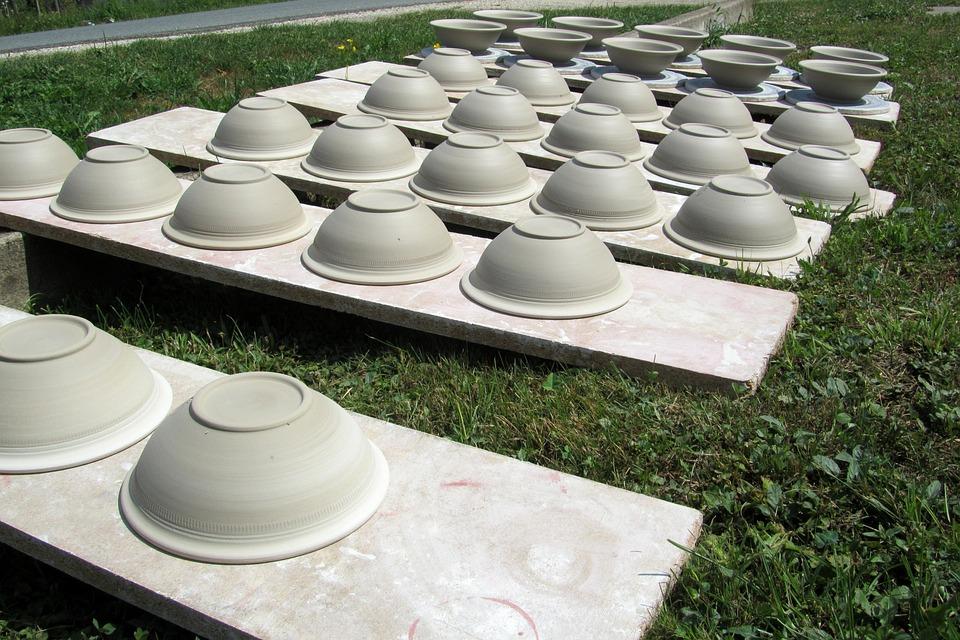kitchen pottery canisters glass cabinet 厨房用具陶罐 pixabay上的免费照片 厨房用具 陶罐 枯萎