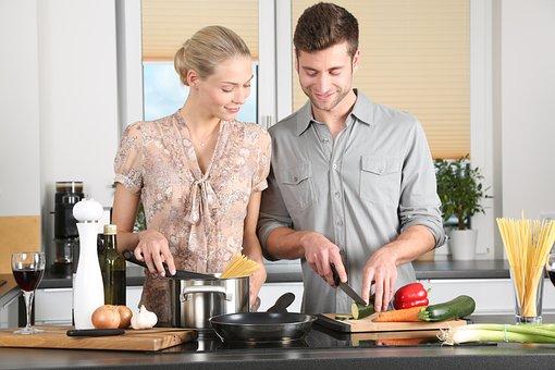 女性, キッチン, 男, 日常生活, ブロンド, まな板, 野菜, 幸せな