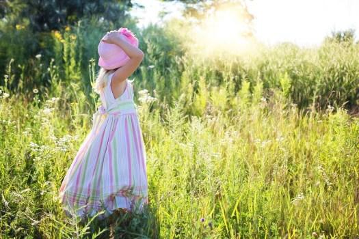 Bambina, Fiori Di Campo, Prato, Bambino, Felicità