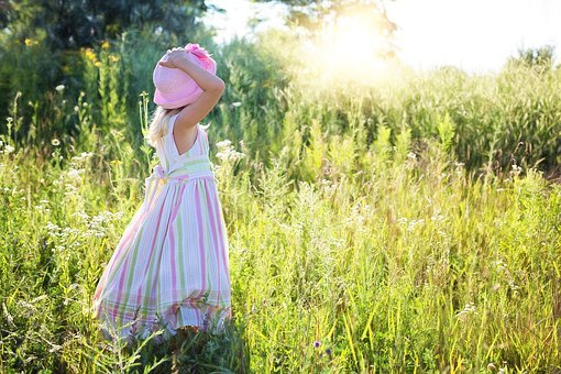 This image has an empty alt attribute; its file name is little-girl-2516582__340.jpg