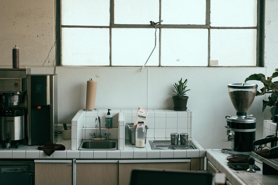 kitchen sinks and faucets freestanding sink 厨房水槽水龙头 pixabay上的免费照片 厨房 水槽 水龙头 瓷砖 咖啡机 咖啡研磨机 纸巾 房子