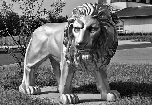 200 free white lion