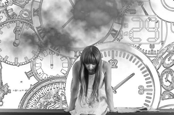 Menina, tempo, pressão do tempo, preocupado