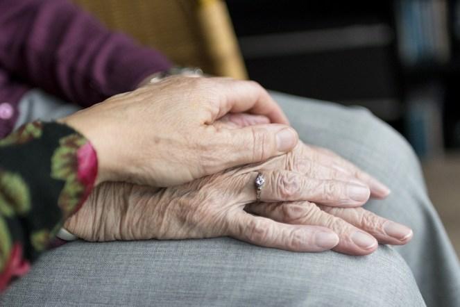 Mãos, idade, velhice, idoso, vulnerável, cuidado