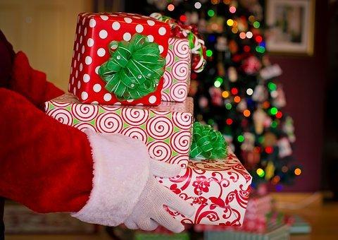 Santa Claus, Santa, Gifts, Presents, Holiday Travel Tips
