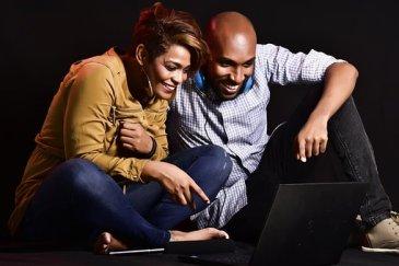 Erwachsene, Paar, Frau, Mann, Spaß + Kredit jetzt sofort finden.