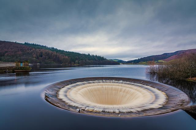 View Girl Wallpaper Ladybower Reservoir Plug Hole 183 Free Photo On Pixabay