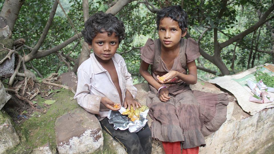 poor kids beggar street