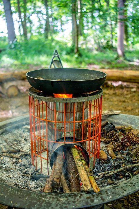 キャンプ, 火, キャンプファイヤー, パン, ソーセージ, ストーブ