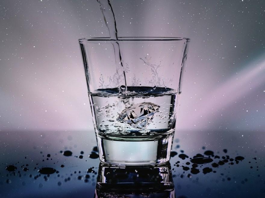 Carvão ativado deixa a água mais pura