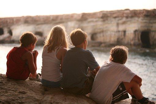 熟考する, 友情, 友達, 子供達, 女の子, 男の子, 子供