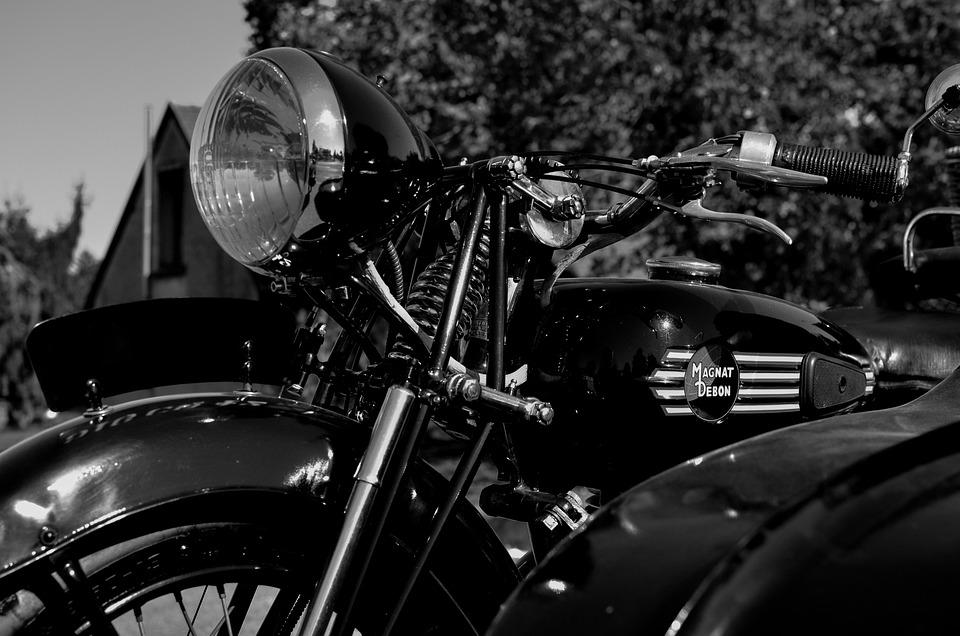 moto noir et blanc style photo