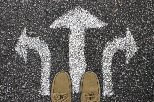 離れた, フィート, 靴, 道路の表面, 方向, 矢印, オフ, 意思決定, 決定します, 不確実性, 選択