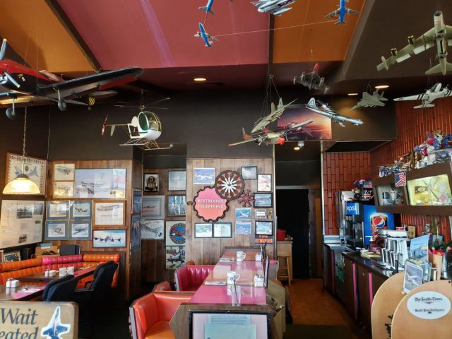 randys interior yelp 640x480 - Victim of The Pandemic: Seattle-Area's Aviation-Themed Randy's Restaurant To Close Permanently
