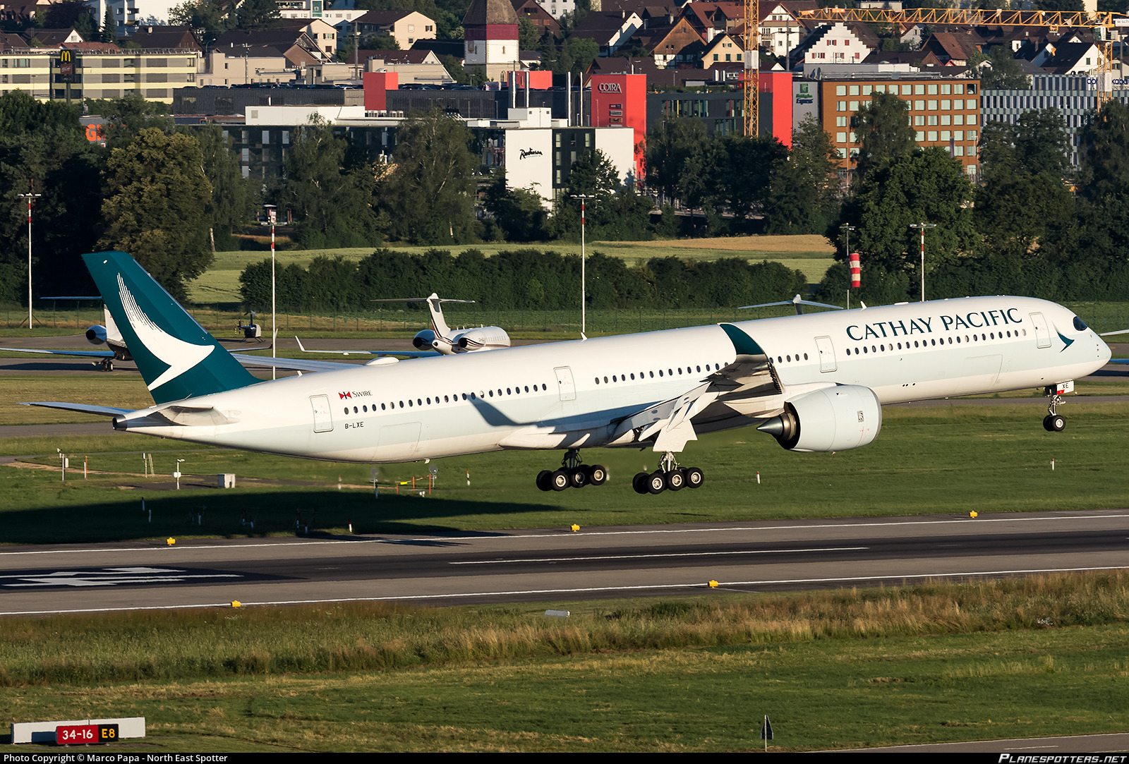 B-LXE Cathay Pacific Airbus A350-1041 Photo by Marco Papa - North East Spotter | ID 970073 | Planespotters.net