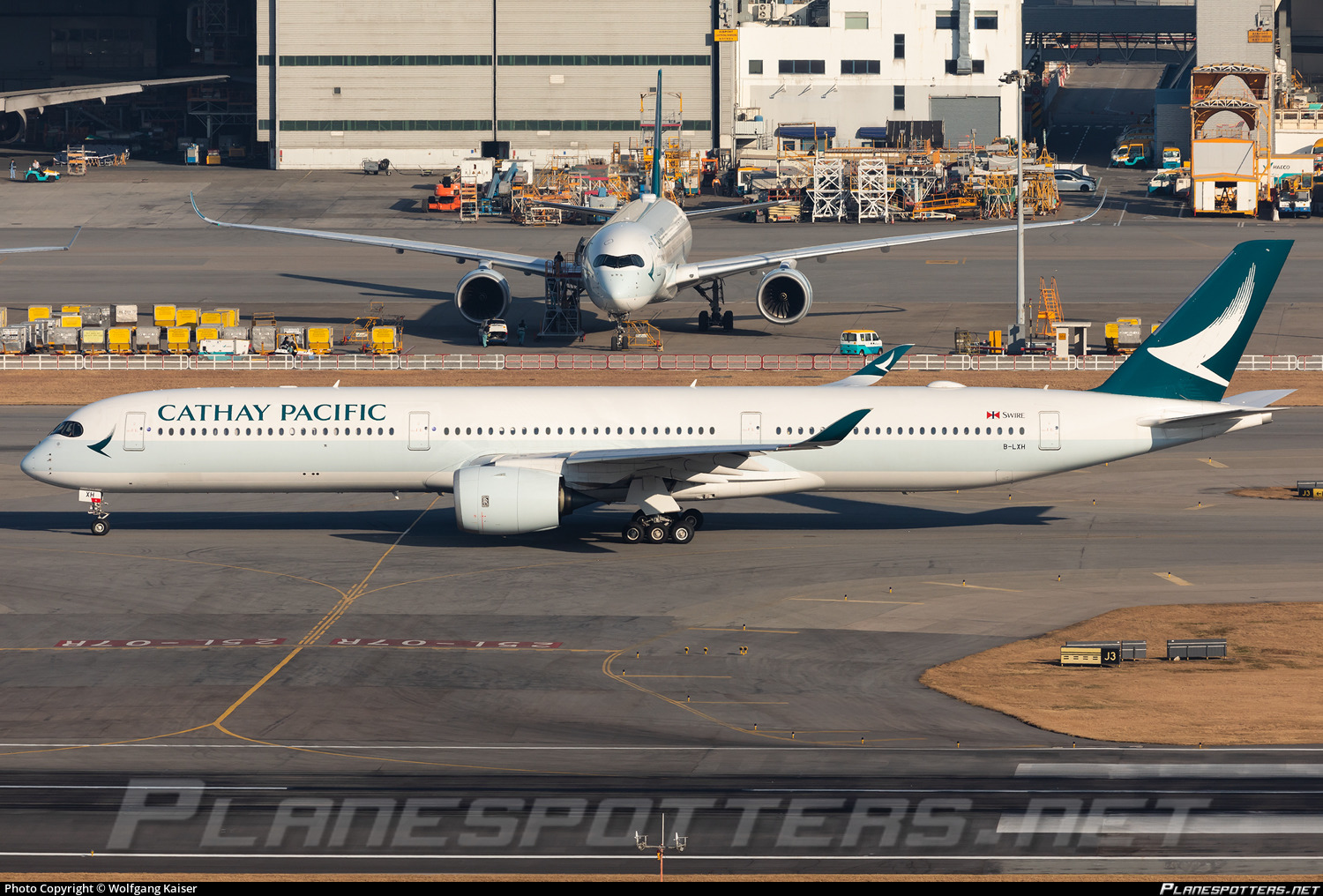 B-LXH Cathay Pacific Airbus A350-1041 Photo by Wolfgang Kaiser | ID 1107807 | Planespotters.net