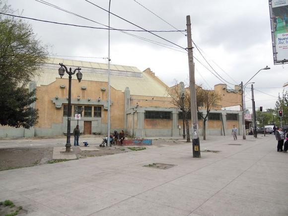 Piscina Escolar de la Universidad de Chile, Independencia (Tomada en octubre de 2015) © WikiGestion, vía Wikimedia Commons