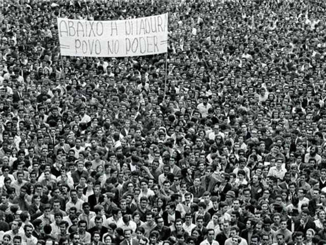 Durante o período da Ditadura Militar, o país possuía apenas dois partidos. Quais eram eles?