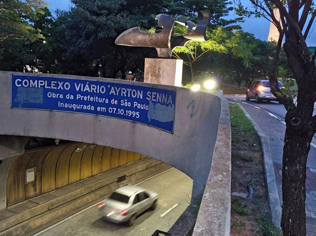 'Pam pam pam!' A escultura de Melinda Garcia fica na entrada do túnel que passa por baixo do Parque do Ibirapuera.