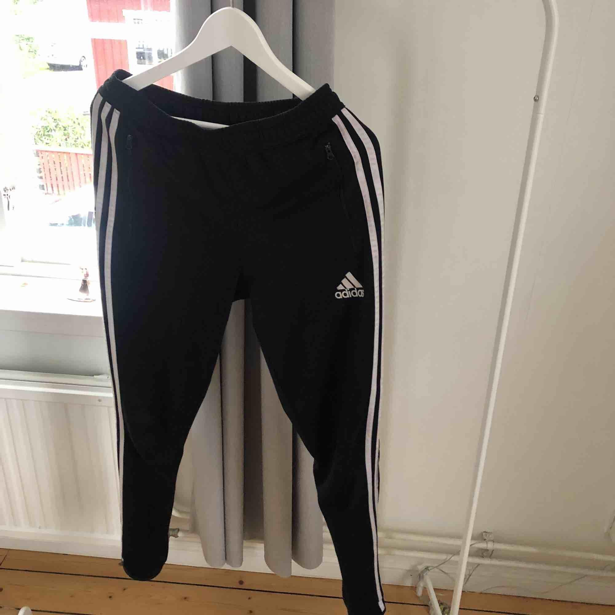 Adidas Jogginghose Schwarz Mit Weißen Streifen