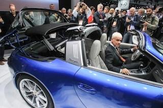 Porsche new 911 Targa: Matthias Muller, President and CEO of Porsche AG  shows off the roof