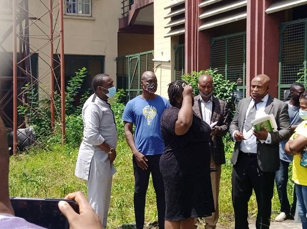 Baba Ijesha with his number one supporter, Yomi Fabiyi, his lawyers and others at the Yaba Magistrates' Court, in Lagos State
