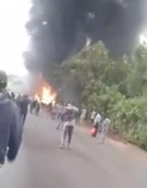 the exploded petrol tanker burning on Idiroko Road Ogun state