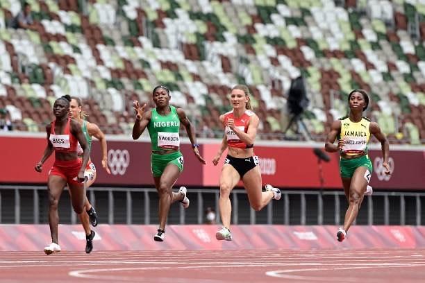 Grace Nwokocha, 2nd left, qualifies also