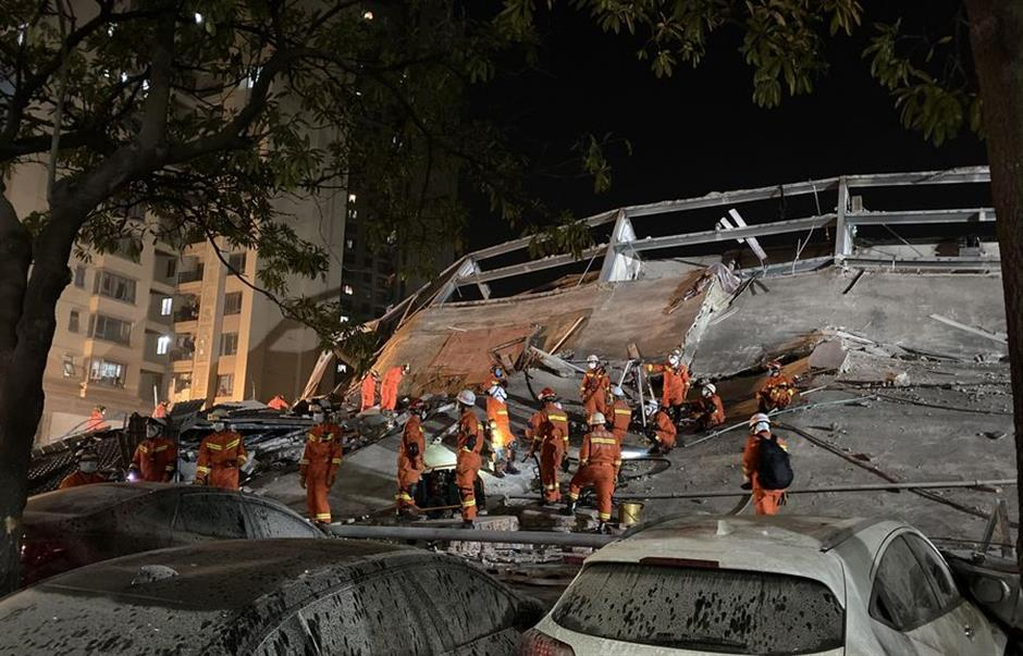 8 Dead, 9 Missing As Hotel Collapses In China