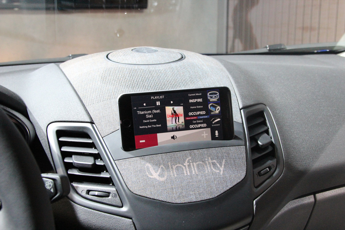 harman voyager dashboard is a detachable car stereo speaker the future pocket lint [ 1200 x 800 Pixel ]