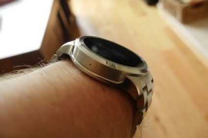 review image of the founder of fossil q 5