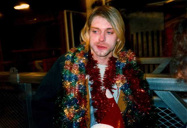 Hd Nirvana Wallpaper 22 Pictures Of Kurt Cobain Smiling In Honor Of His