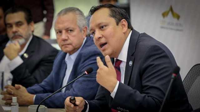 Daniel Díaz durante reunión con legisladores. Fotografía Congreso del Estado