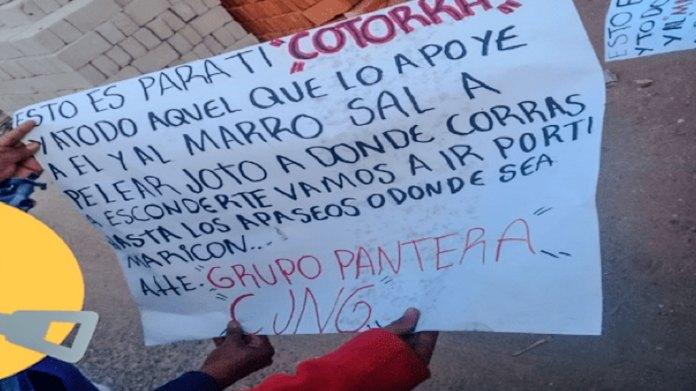 Cartulina dejada por el Grupo Pantera, del CJNG, luego de un ataque armado en contra de un negocio ubicado en la comunidad Ceja de Bravo, del municipio de Corregidora, ocurrido el pasado 19 de diciembre. El Grupo Pantera también ha tenido incursiones armadas en municipios del estado de Guanajuato. Foto de redes sociales.