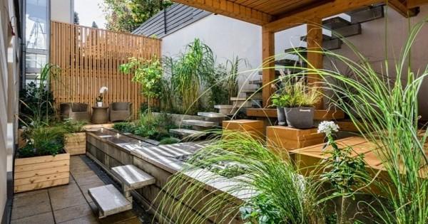 Desain Taman dengan hiasan kayu