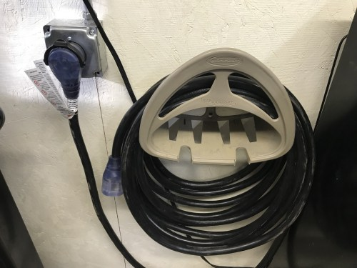 small resolution of  handle attached to chord makes it easy to unplug from wall and plugged right in to my millermatic 211 with easy very nice product i give it 5 stars