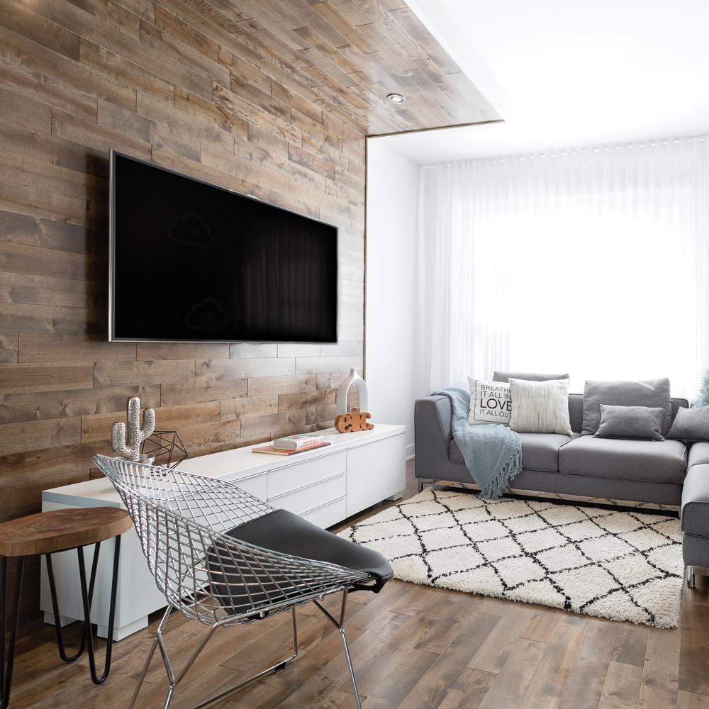 mur de bois pour encadrer la tele au