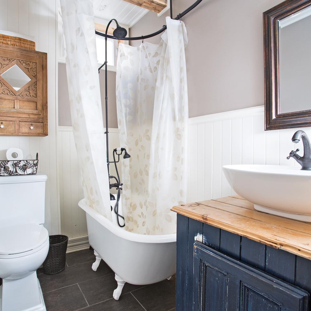 petite salle de bain au cachet d antan